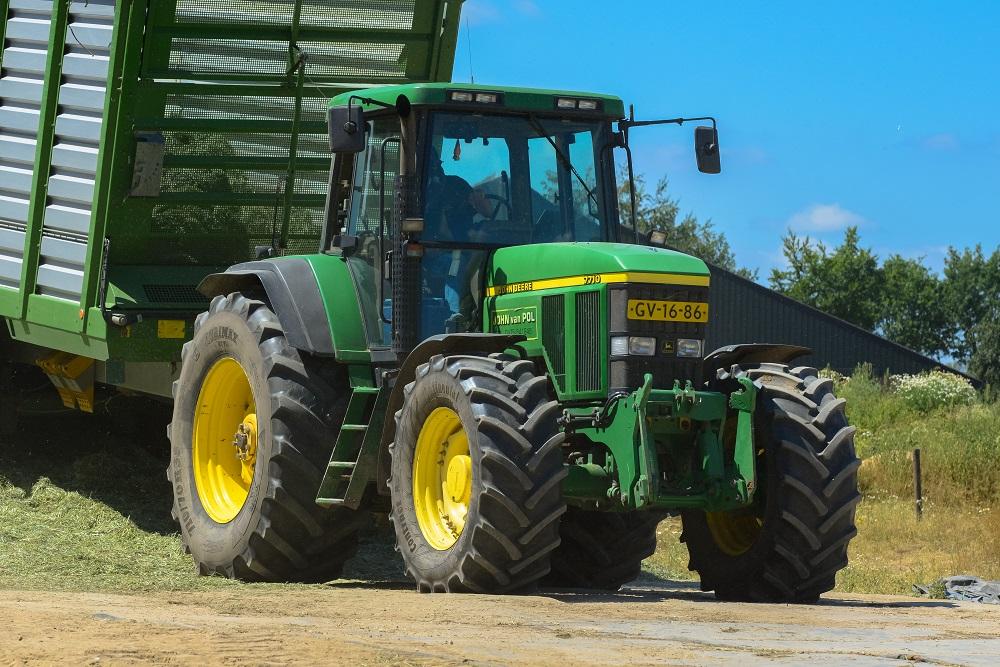John Deere 7710: Betrouwbare bruut gras oogst inkuilen