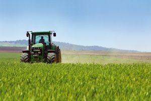 Hoeveel stikstof stoten landbouwtrekkers uit? (met rekenvoorbeeld)