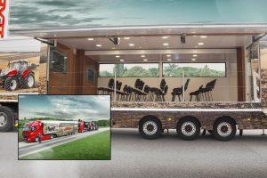 Truck zet STEYR-tractoren op de weg en in het veld