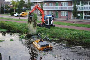 Friese loonwerker Gebroeders Kok gaat te water in strijd met woekerplant